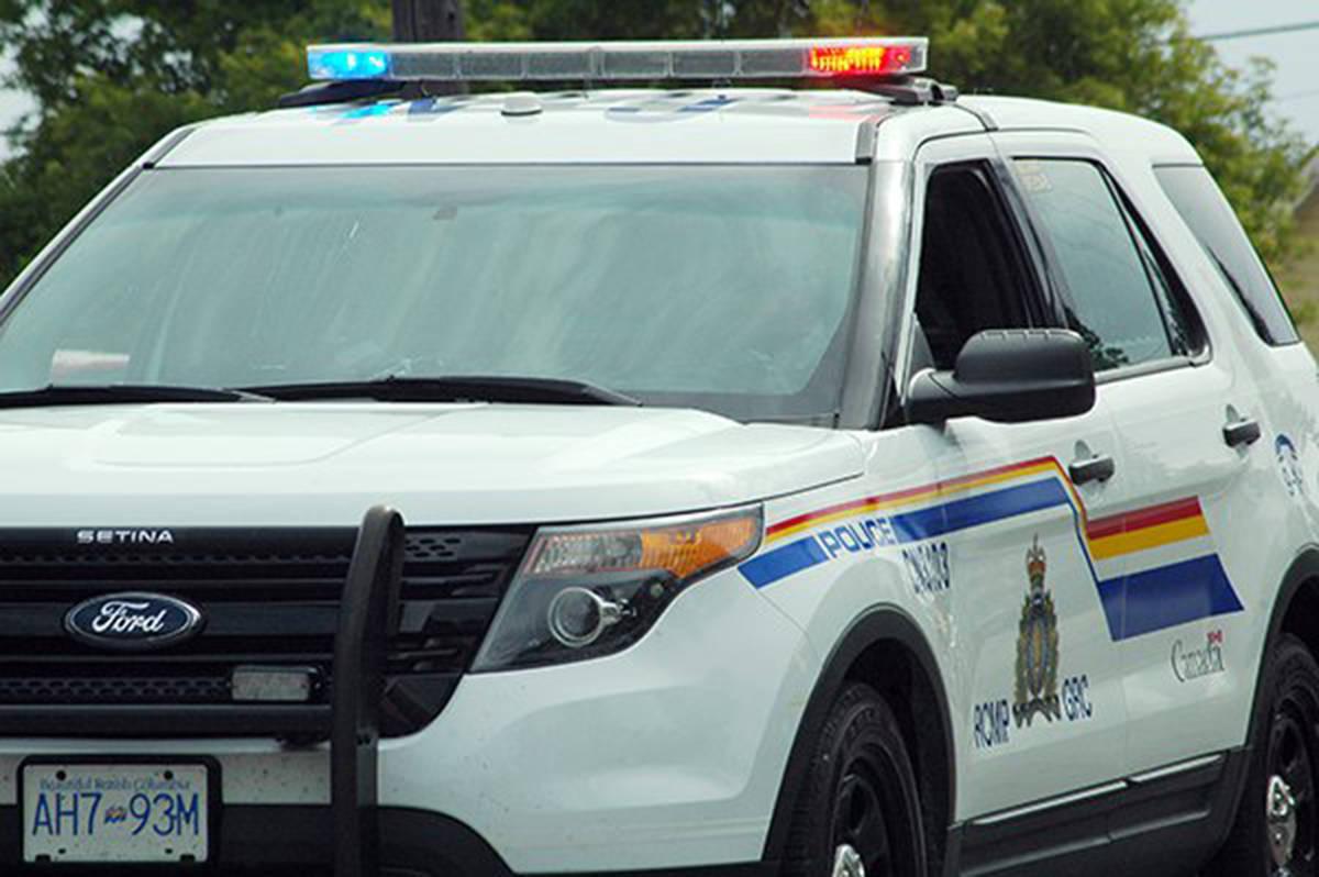 Officer shot, man arrested after standoff north of Nelson