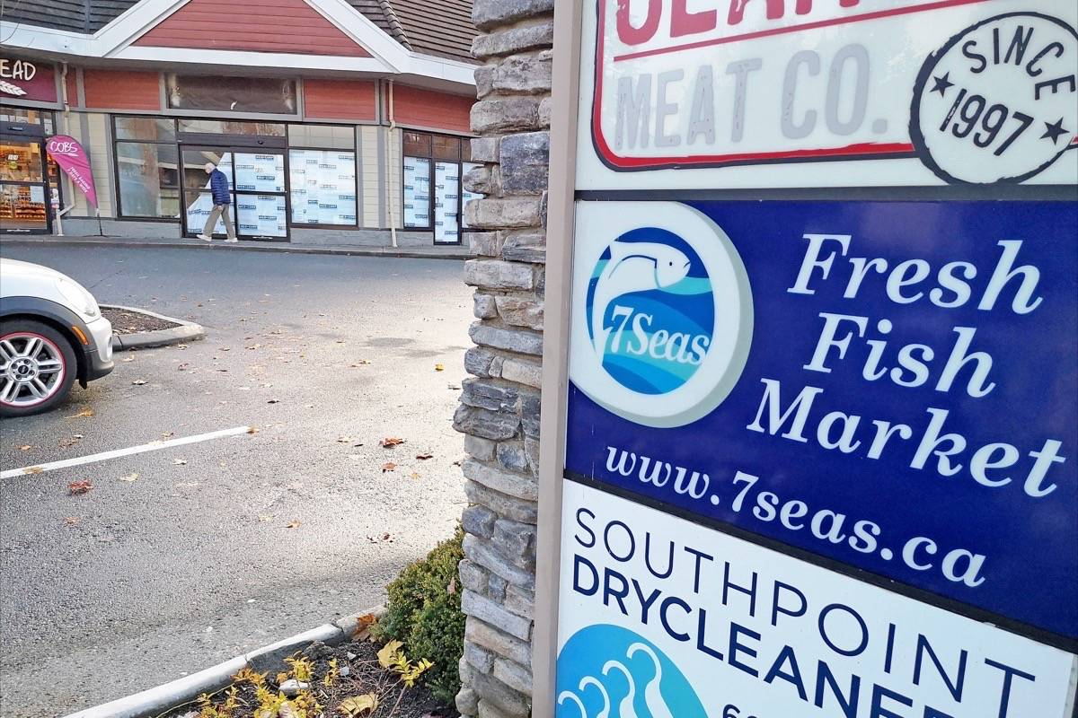 The former site of Seven Seas Fish Market in South Surrey's South Point Annex has 'closed forever,' according to a notice on the now-empty storefront's window. (Tracy Holmes photo)