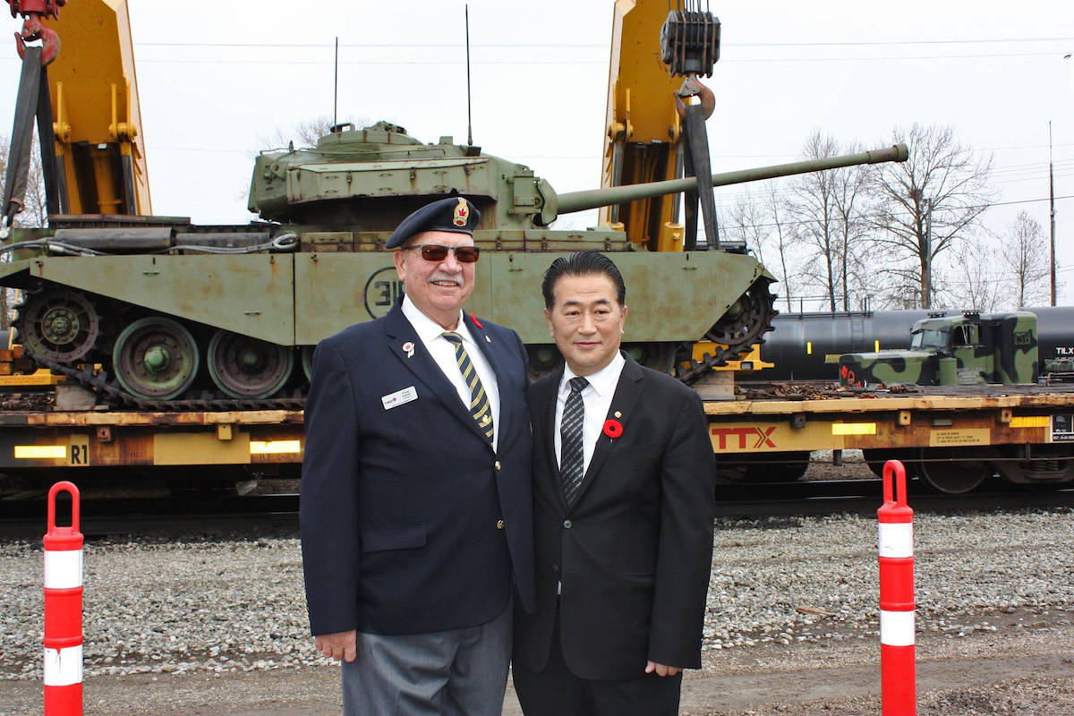 Aldergroves legion president Doug Hadley witnessed the offloading at CNs Thorton Yard. (Special to the Aldergrove Star)