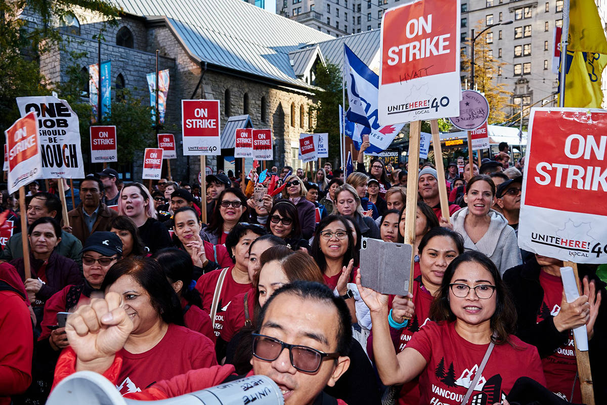 Hotel workers strike in Vancouver in September 2019. (Unite Here! Local 40)