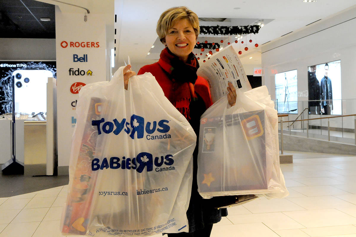 VIDEO: Langley shoppers help charities while beating the Christmas rush