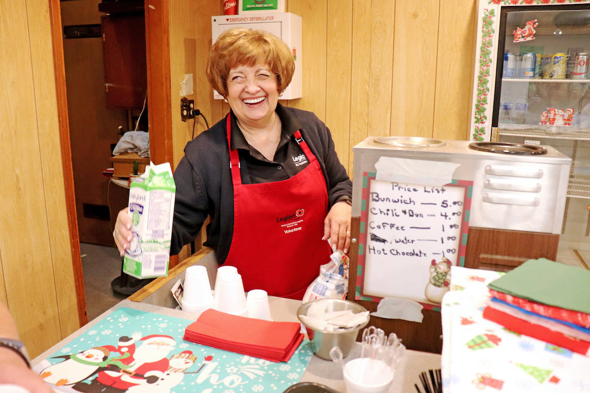 Auxiliary vice-president Karen Grabinsky stationed herself behind the kitchen counter, and served chilli, sandwiches, hot chocolate, coffee, and other refreshments. (Sarah Grochowski photo)
