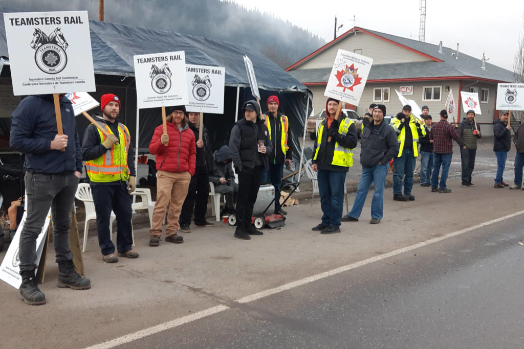 Smithers rail Teamsters picket outside the CN building on Railway Ave. Nov. 19, 2019 as a strike by conductors, trainpersons and yard workers got under way. (Thom Barker photo)