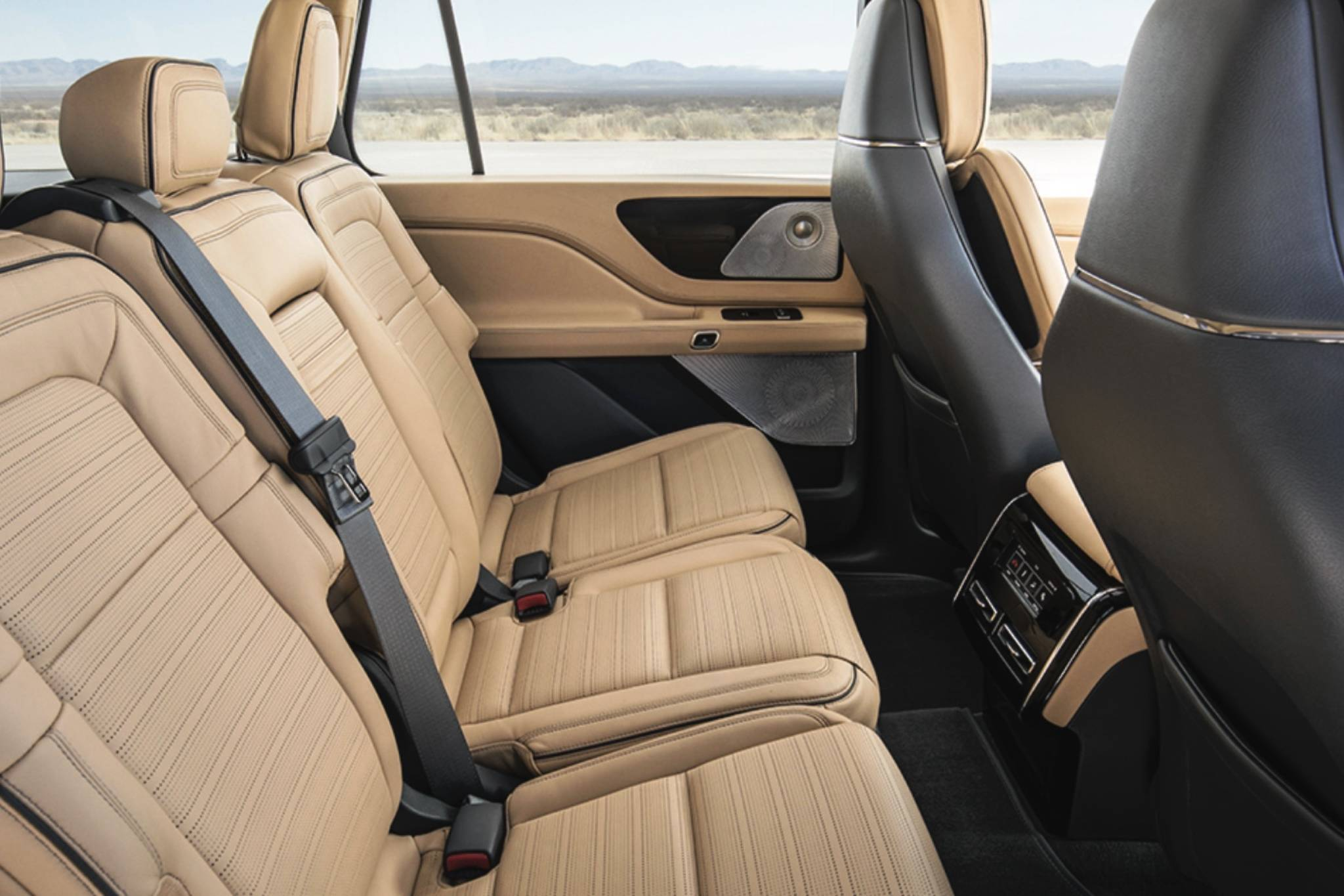 Before the Aviator, the only Lincoln utility with three rows of seats was the large and pricey Navigator. Photo: Lincoln