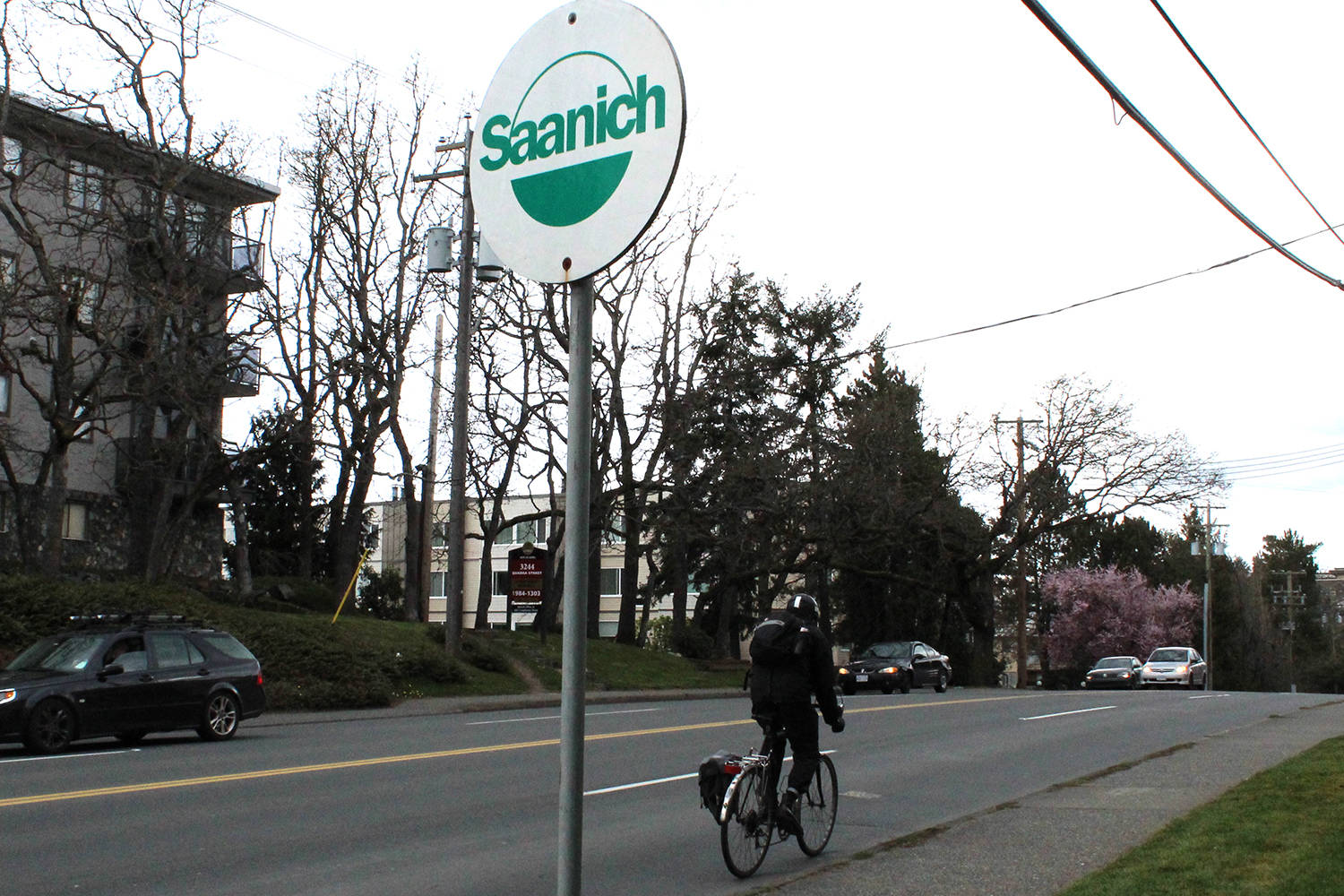 While the Saanich Official Community Plan discourages new drive-thrus due to emissions caused by idling cars, there are no bylaws prohibiting bike ride-thrus. (Black Press Media file photo)