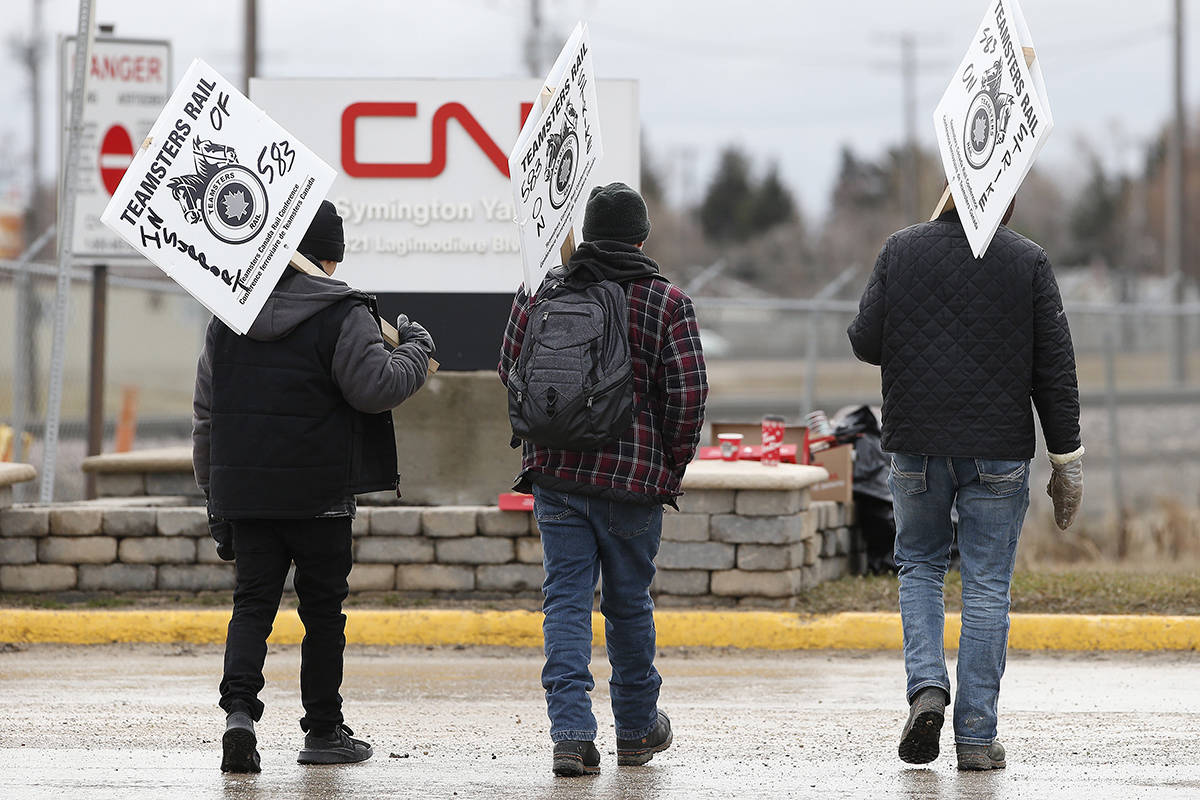 CN workers walk the picket line at Winnipeg's Symington Yards on Tuesday, November 19, 2019. THE CANADIAN PRESS/John Woods