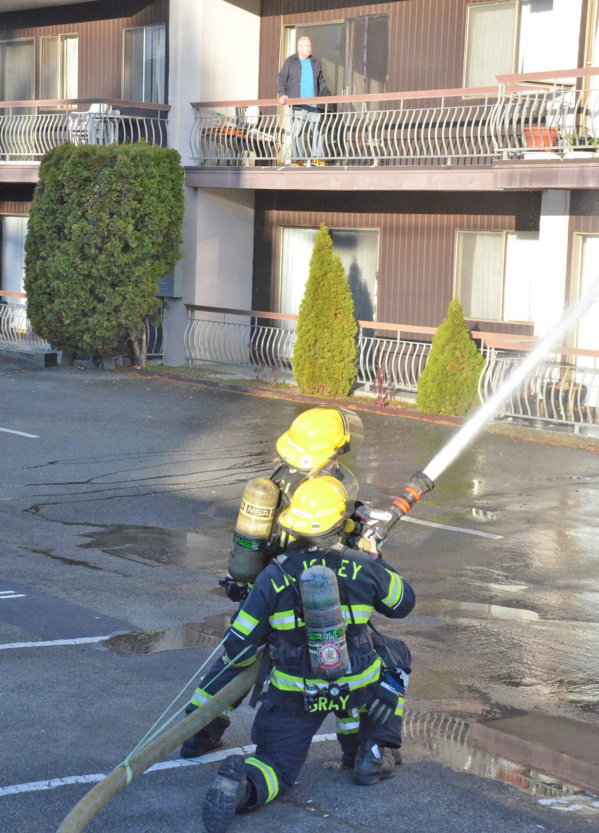 Langley City Fire Rescue Service, with help from the Township fire department, fought a fire in an apartment building at 5609 201A St. on Friday morning. (Heather Colpitts/Langley Advance Times)