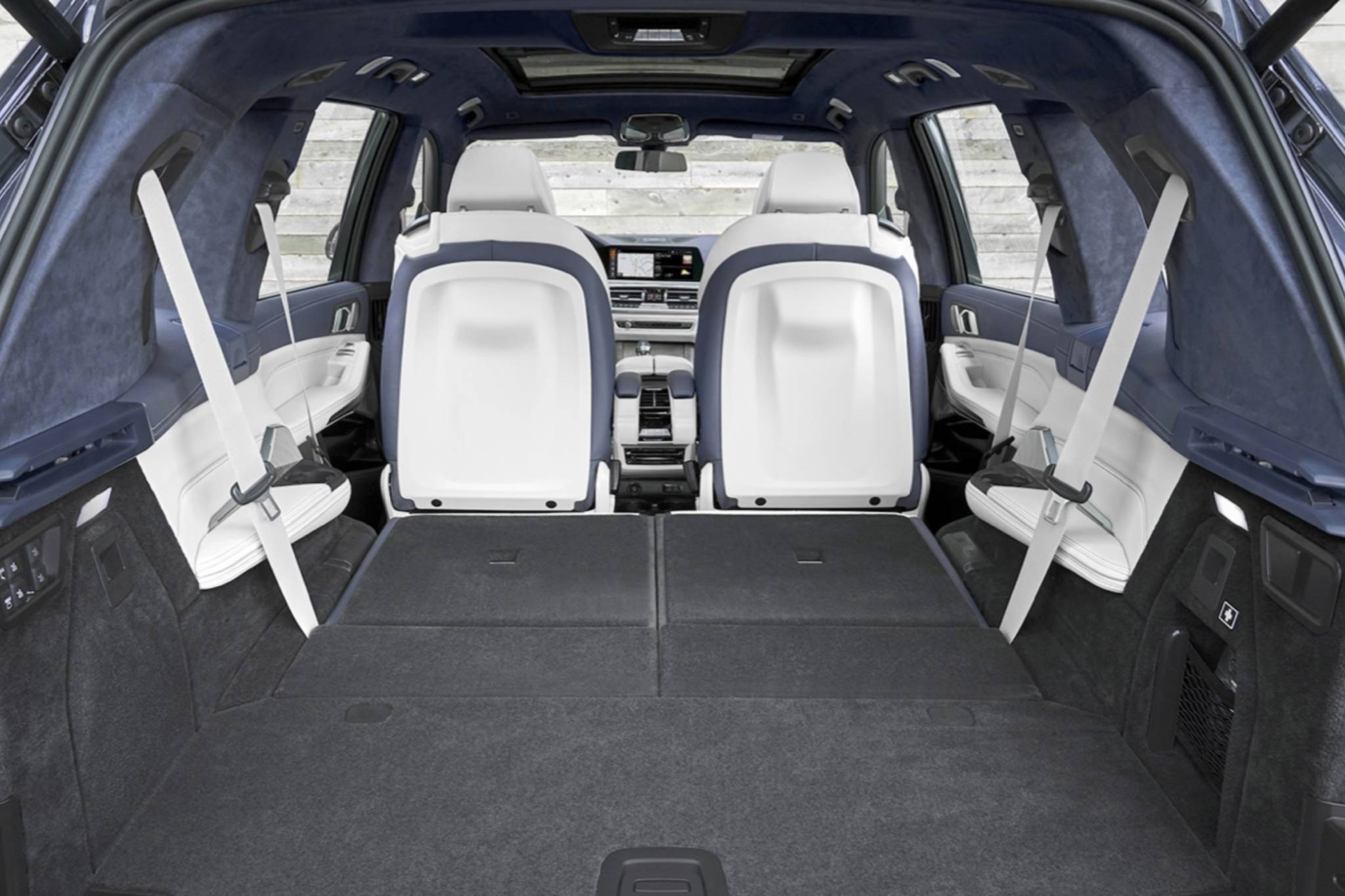 The X7 is longer than the X5 by 23 centimetres, which means the X7 has a standard third-row seat and more cargo room. Photo: BMW