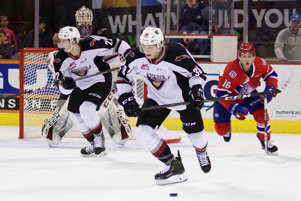Giants earned a 3-2 come-from-behind victory over the Spokane Chiefs (12-9-3-0) to take back-to-back games in overtime. (Derek Guscott photo)
