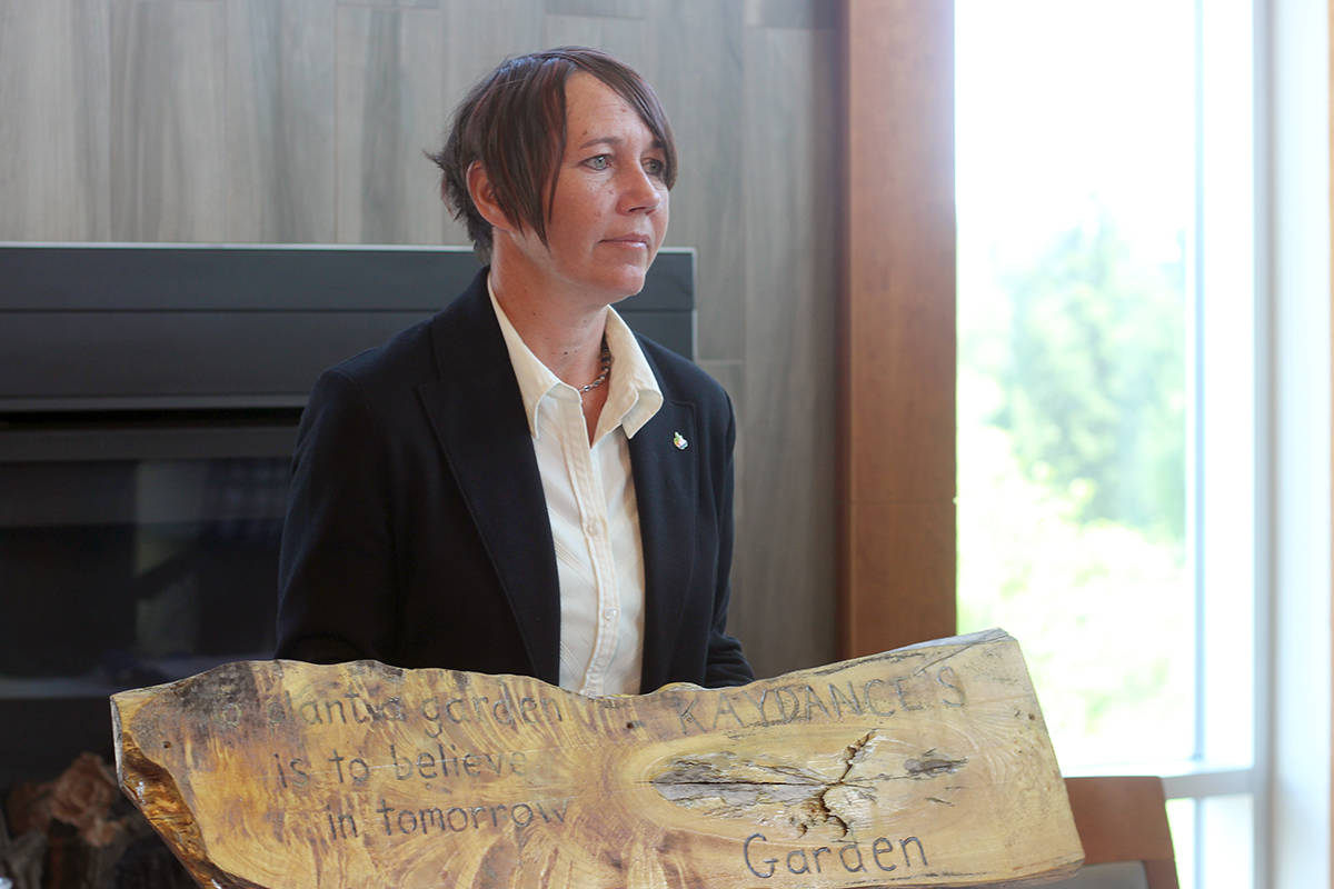 Vancouver Island mom Tasha Brown shows a hand-made sign for a garden that she planted and wishes to share with her daughter Kaydance who was allegedly abducted by Brown's estranged wife in 2016. (GREG SAKAKI/The News Bulletin)