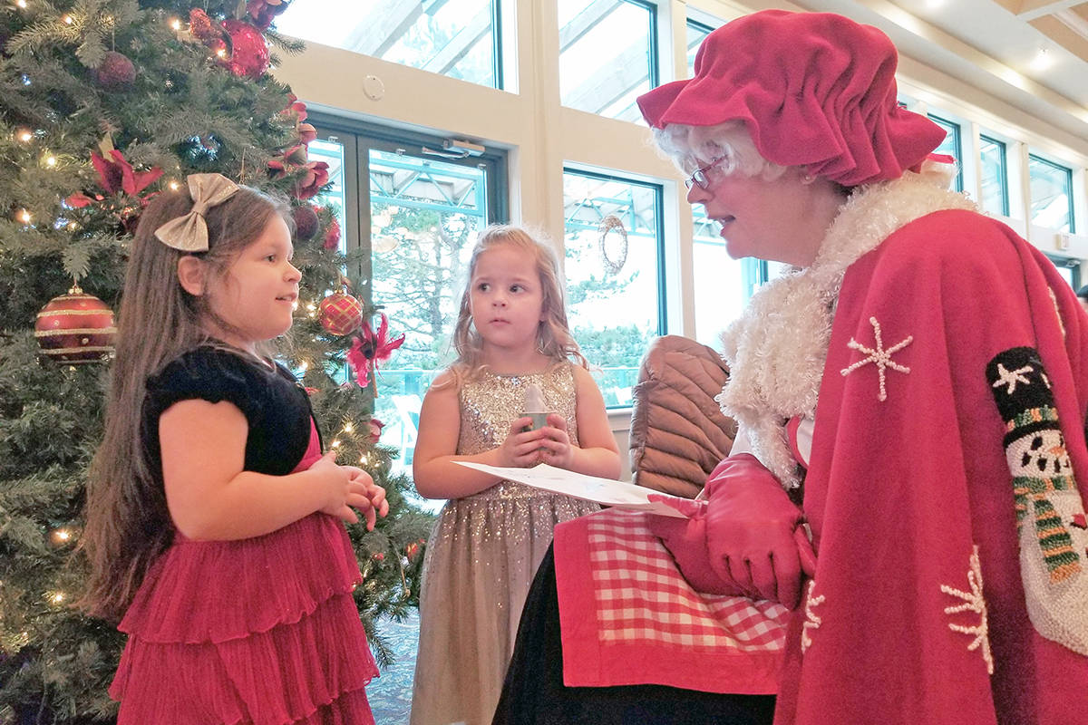 Olivia from Murrayville (right) and her friend Gabriella from North Otter have a chat with Mrs. Claus at the annual inclusive Christmas breakfast with Santa at the Langley Golf and Banquet centre on Saturday (Dec. 7). (Dan Ferguson/Langley Advance Times)