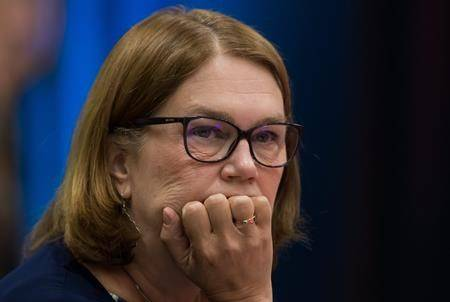 Ethics law forbids ex-minister Philpott from paid work for First Nation