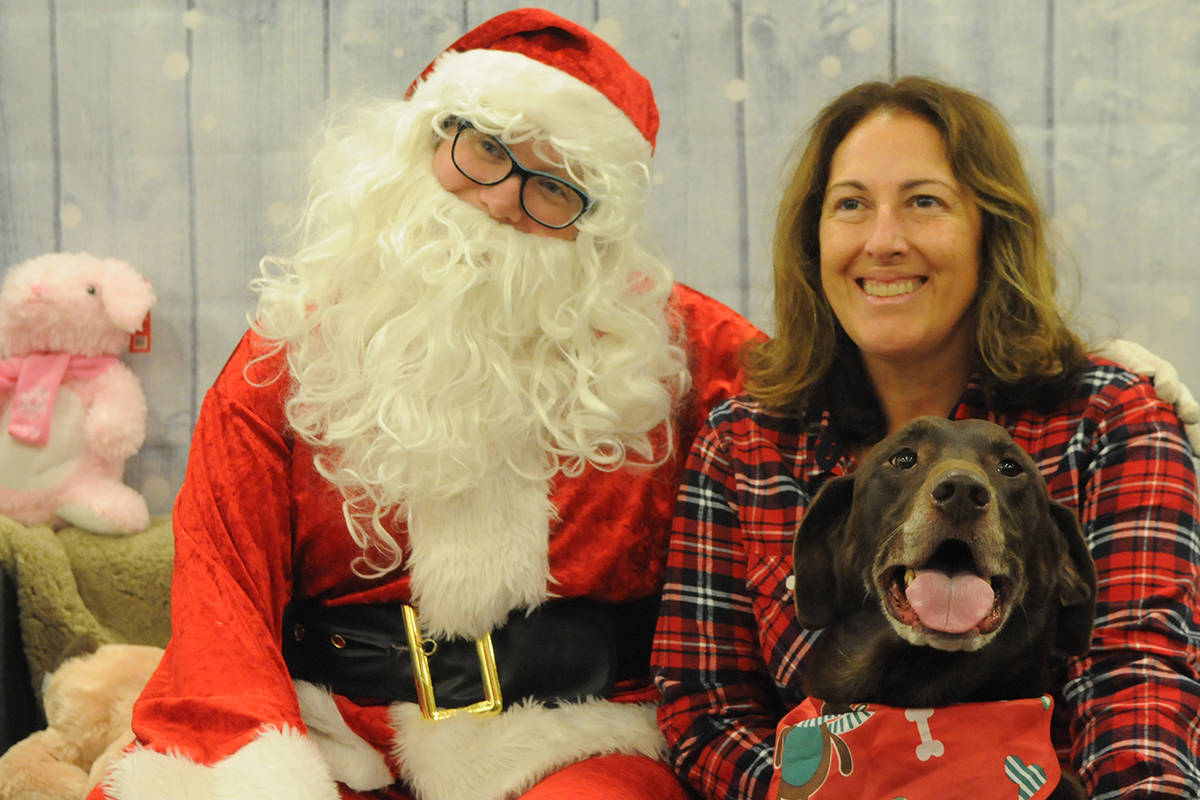 Claus and paws pose for pictures at Langley pet store