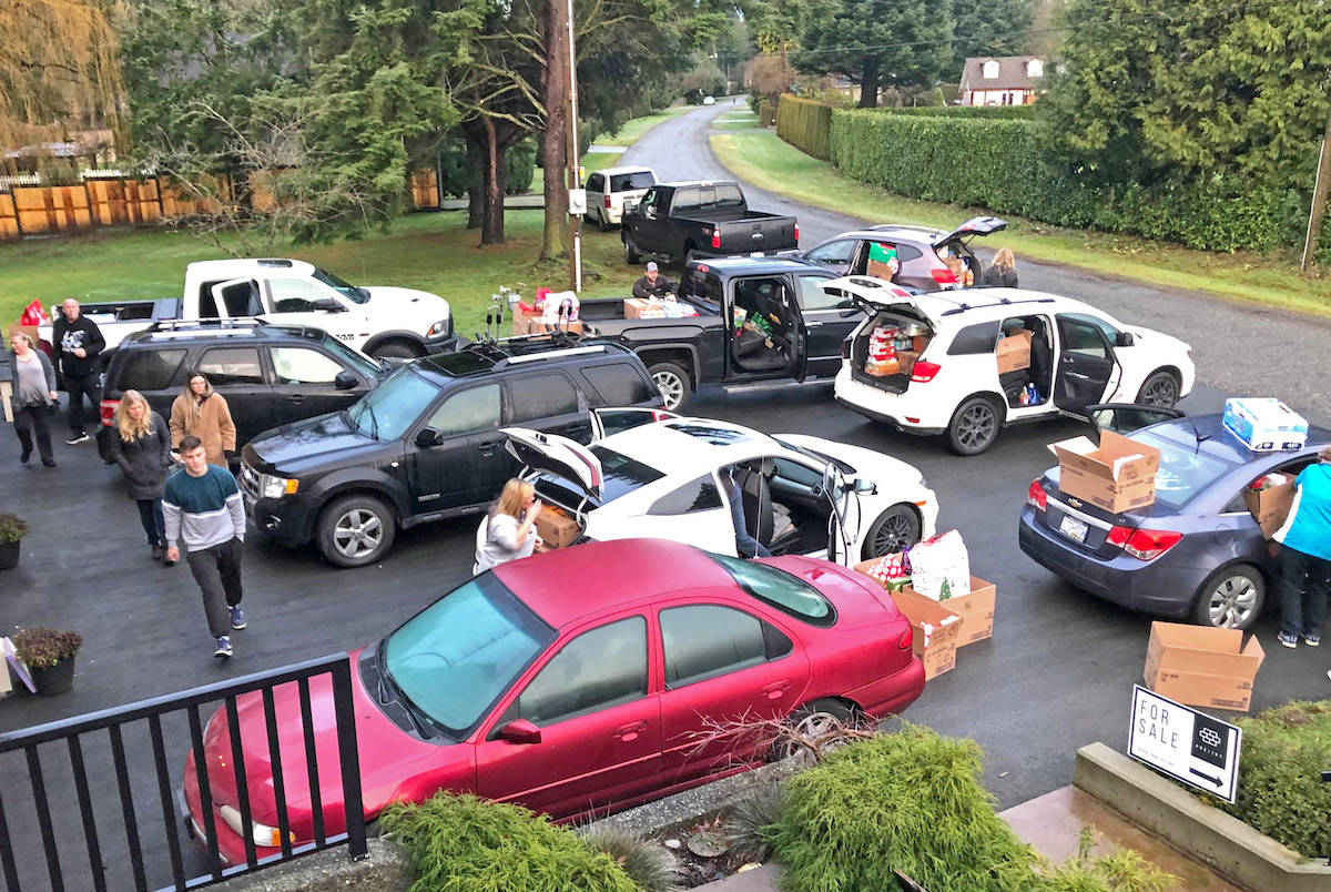 Aldergrove's Christmas 'angels' surprise 11 families with carloads of gifts
