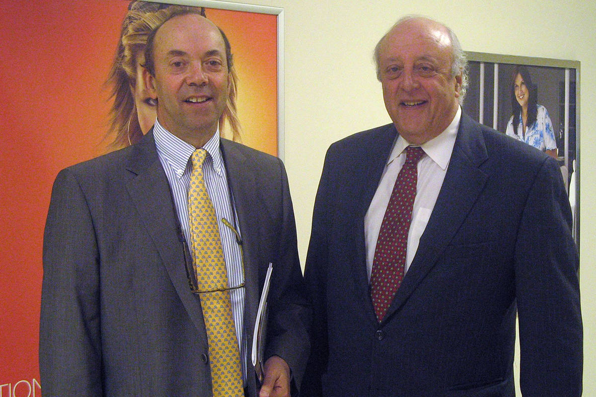 Jeremy Reitman (right), of Reitmans Canada Inc., and Stephen Reitman (left), his brother and vice-president of Reitmans, are shown at the company's annual meeting in Montreal, June 6, 2007. Jeremy Reitman, the CEO of Montreal-based womenswear company Reitmans, has died. THE CANADIAN PRESS/Peter Ray