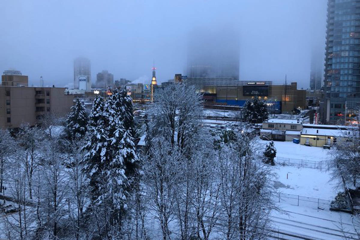 Snow covered the Metrotown area in Burnaby on Sunday, Jan. 12, 2020. (LarryW57/Twitter)