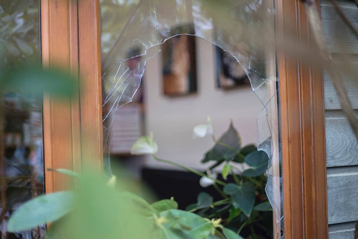The broken window at Bellevue Veterinary Hospital in Parksville on Jan. 20. (Cloe Logan photo)