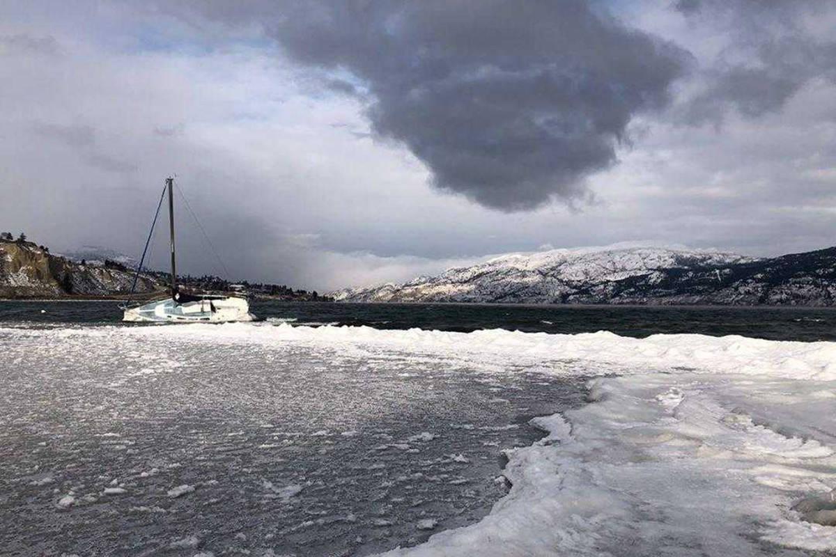 Abandoned boats left to freeze on Okanagan Lake cause chaos