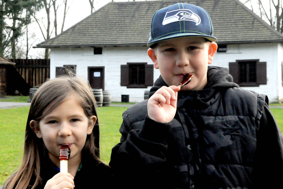 VIDEO: Maple syrup taffy among treats and demos at 11th annual Vive les Voyageurs festival