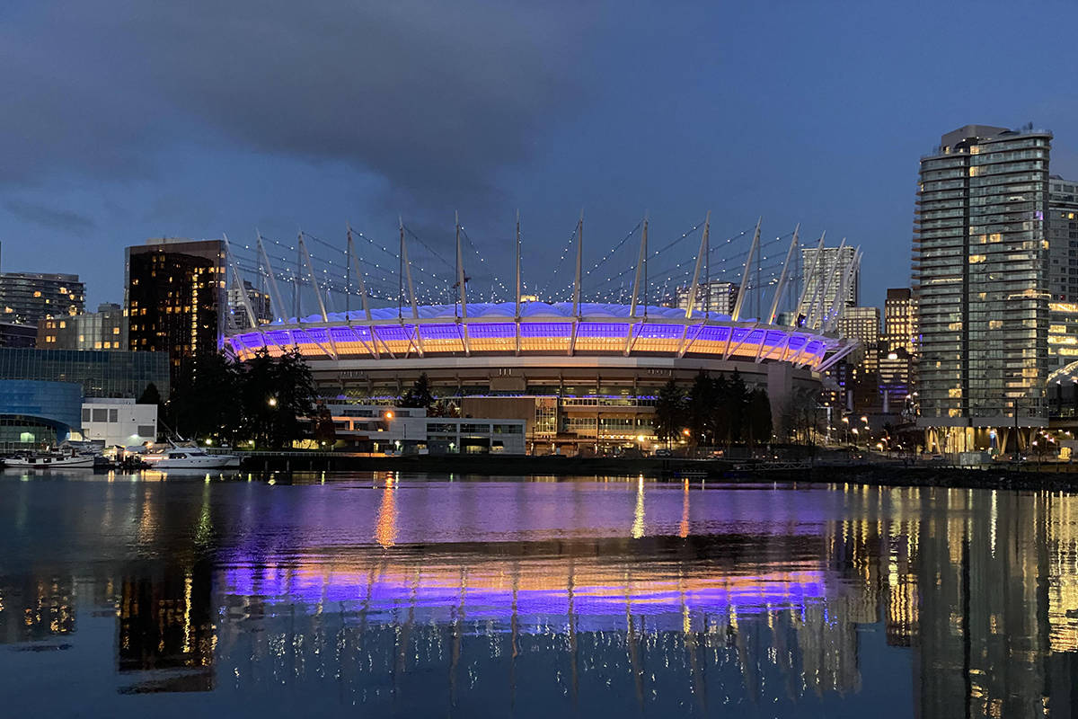 BC Place was lit up purple and yellow on Monday, Jan. 27, 2020, to honour the memory of former Los Angeles Laker Kobe Bryant. (julliantadena/Reddit)