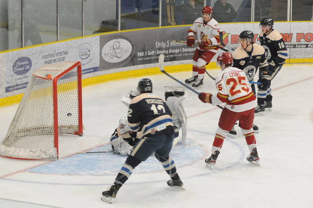 VIDEO: Rivermen earn 3-2 victory against Chilliwack Chiefs at Sunday'game