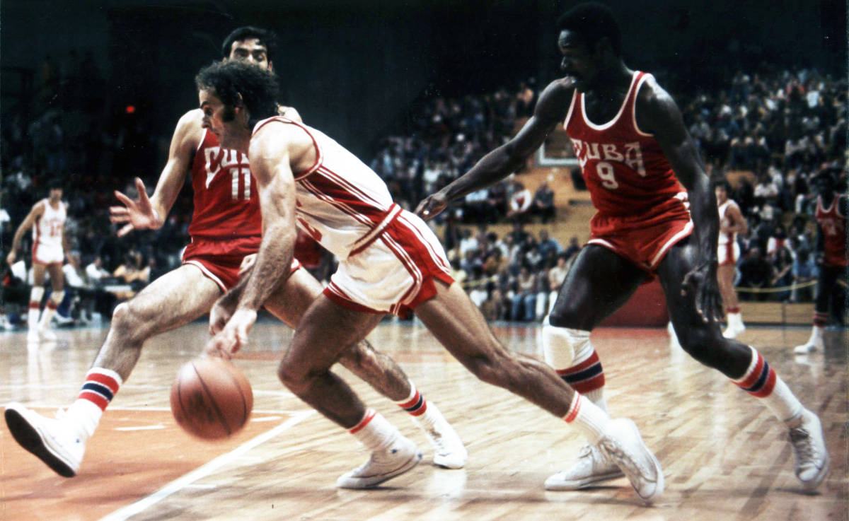 Canada's Bill Robinson breaks through Cuban defenders during action at the Summer Olympics in Montreal, July 19, 1976. Robinson scored 16 points to pace Canada to an 84-79 win. (CP PHOTO/POOL-Boris Spremo)