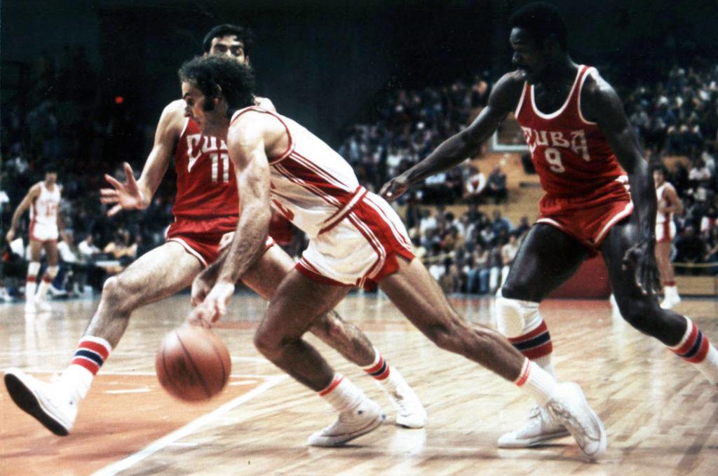 Canadian basketball legend Bill Robinson dead at 71