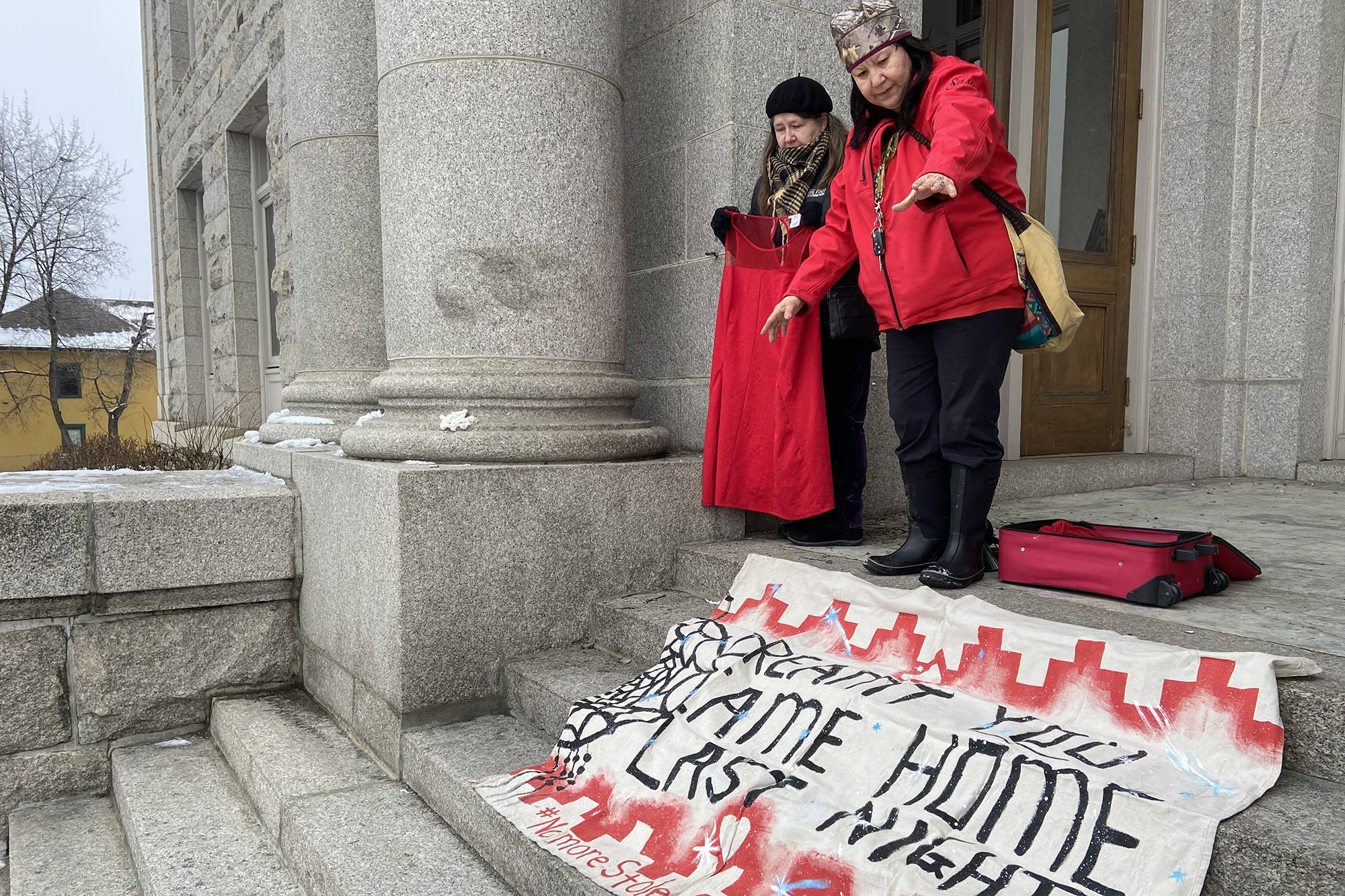 Protesters organize signs on the steps of the Vernon courthouse ahead of Curtis Sagmoen's trial on Feb. 10, 2020. (Jennifer Smith - Vernon Morning Star)