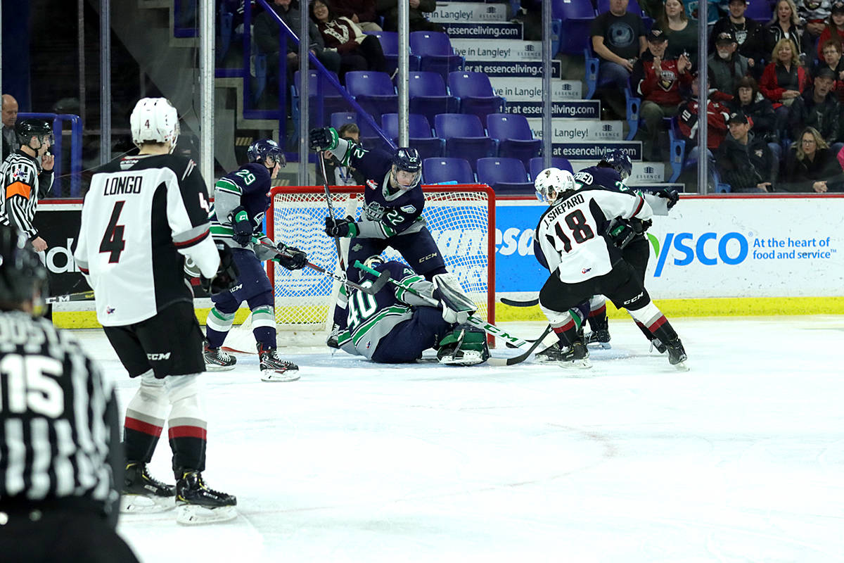 VIDEO: Giants win 10th straight on home ice in Langley