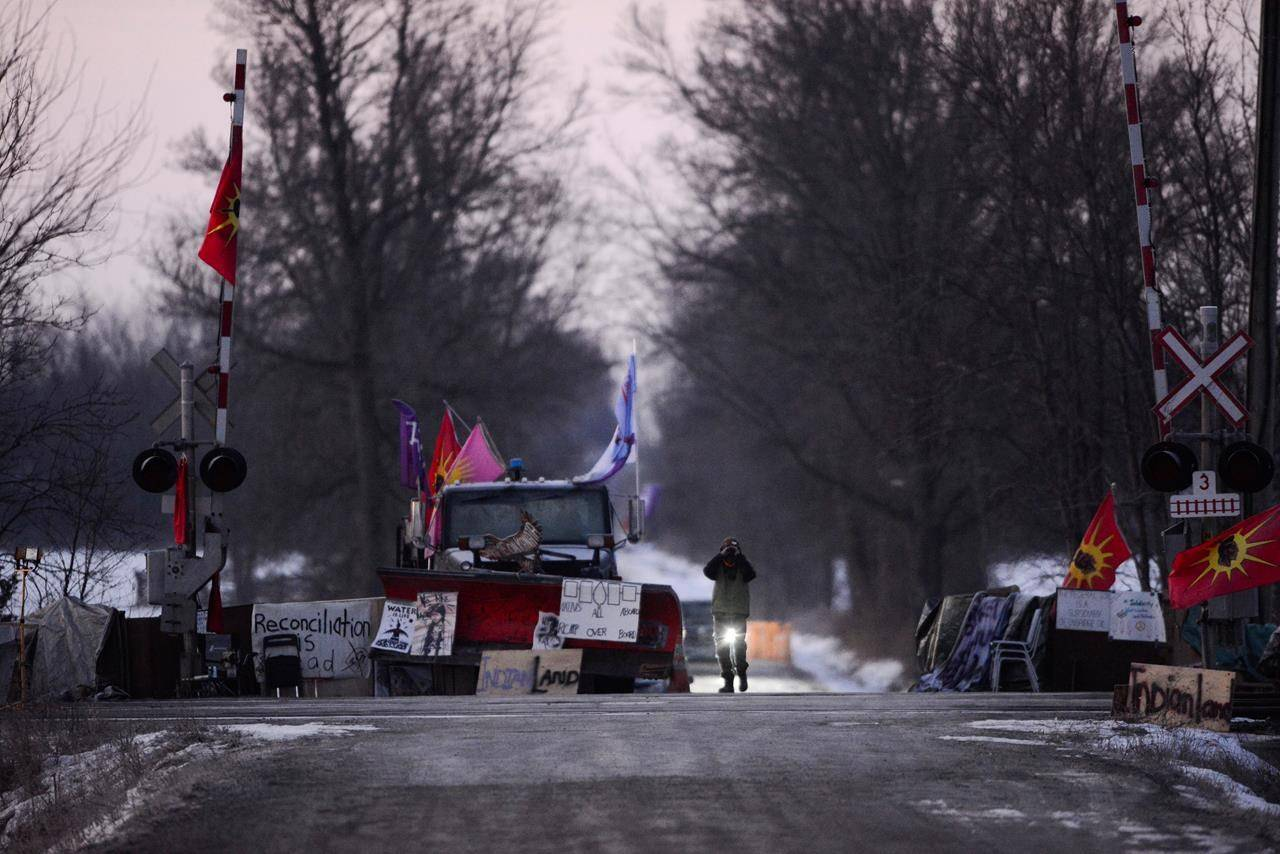 Blockades remain in place as Wet'suwet'en hereditary chiefs returning to B.C.