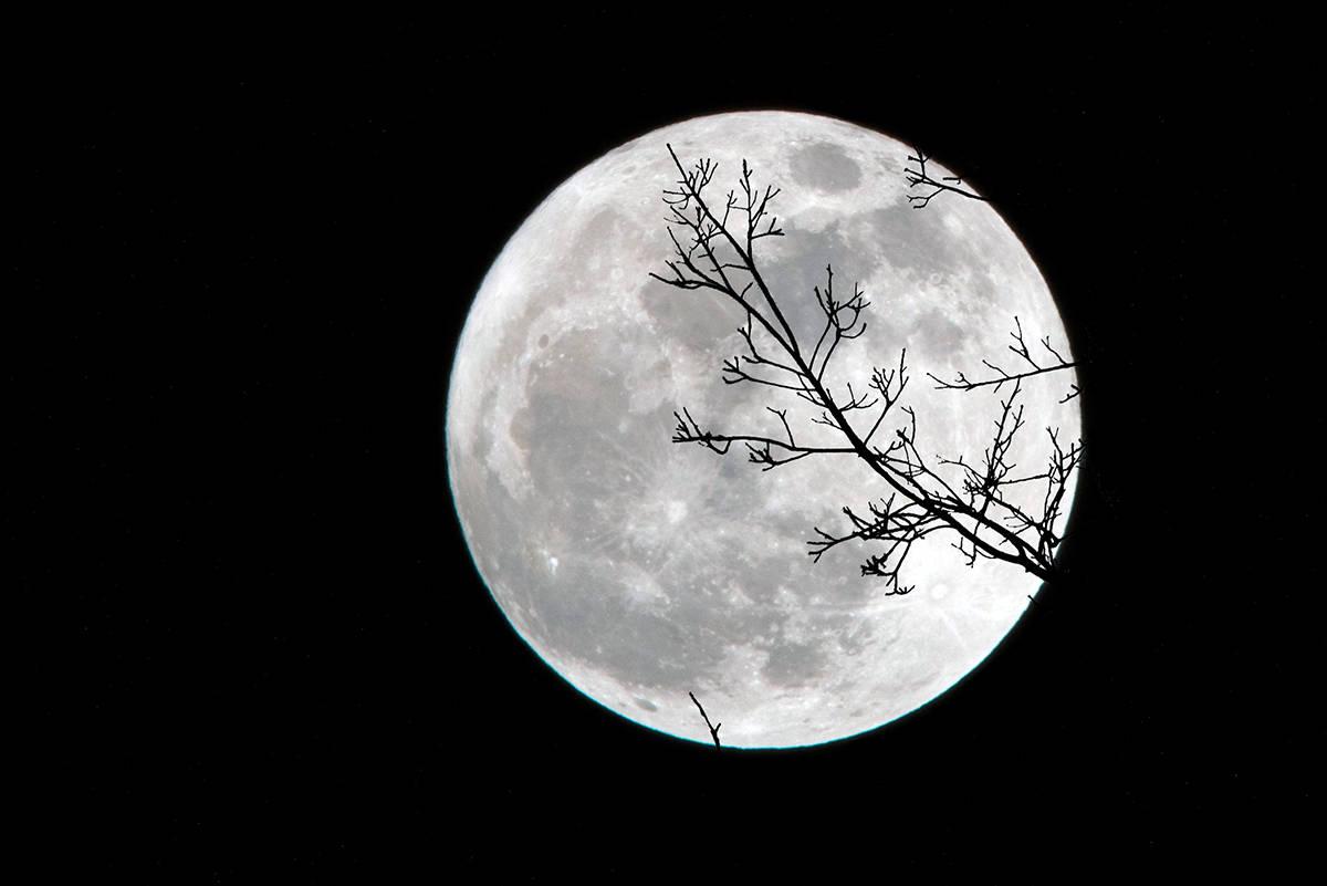 A supermoon will light up the night's sky Monday evening. (Unsplash)