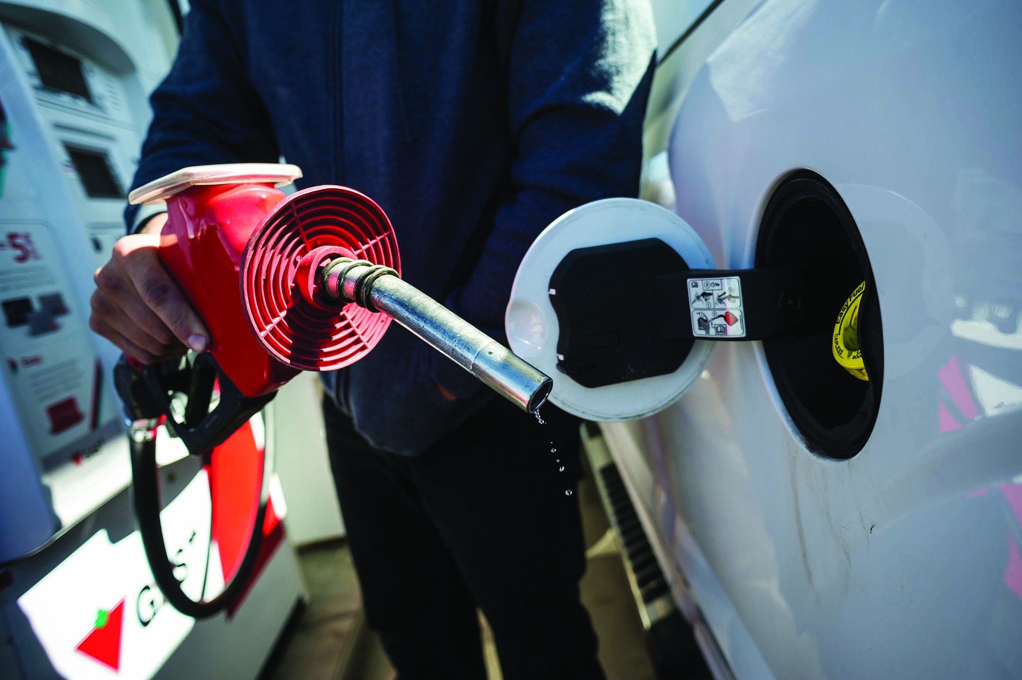 COVID-19 cutting gas price to under $1 in some Lower Mainland, Fraser Valley cities