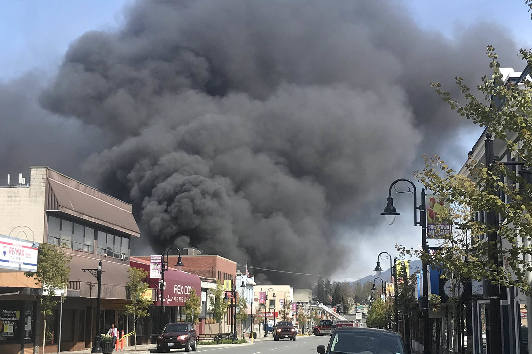 VIDEO: Firefighters battle business blaze in downtown core of Mission