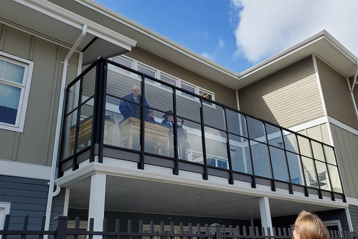 A new web portal has been developed for the public to share messages to seniors who are isolated during the COVID-19 pandemic in B.C. Here family chats from the balcony to the parking lot at Cariboo Place in Williams Lake recently. (Monica Lamb-Yorski photo - Williams Lake Tribune)