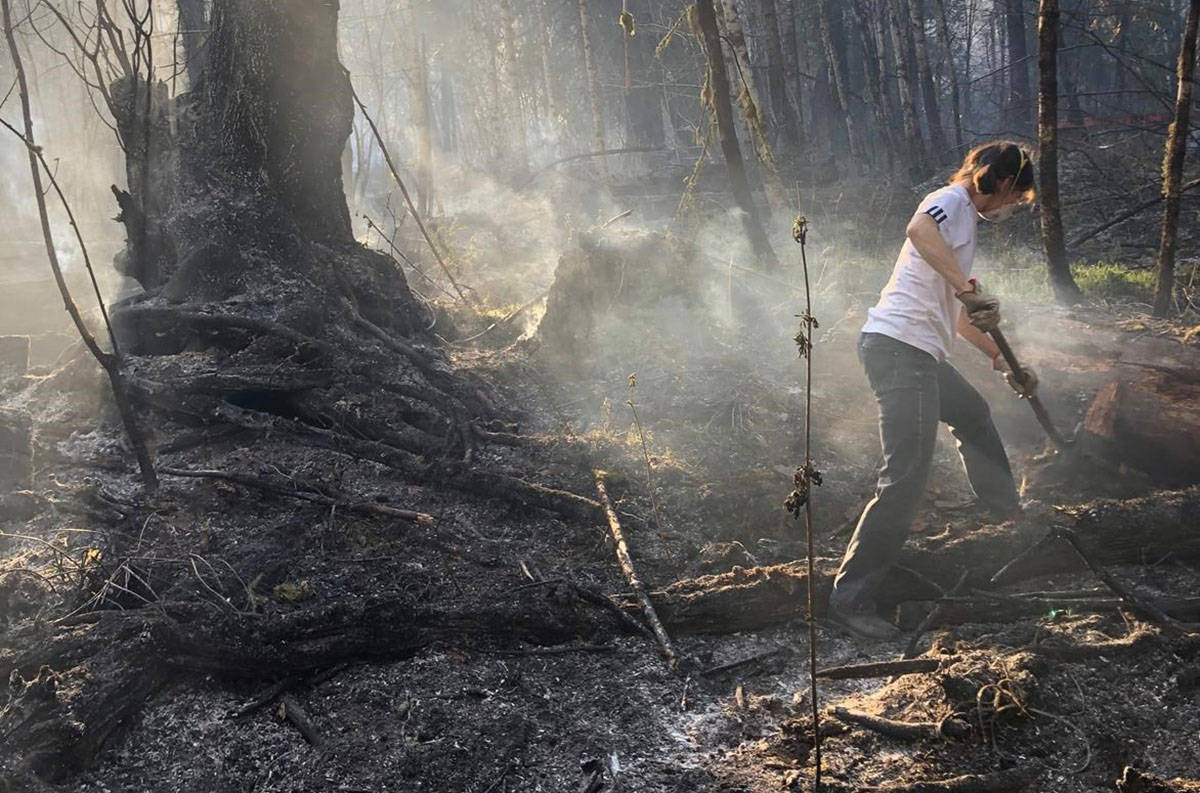 Toni Kerekes helps battle a wildfire in Squamish, B.C., Thursday, April 16, 2020. The BC Wildfire Service says crews are making good progress on a ground fire that's so far charred one square kilometre of bush and trees in the Upper Squamish Valley. THE CANADIAN PRESS/HO-Felix McEachran Mandatory Credit