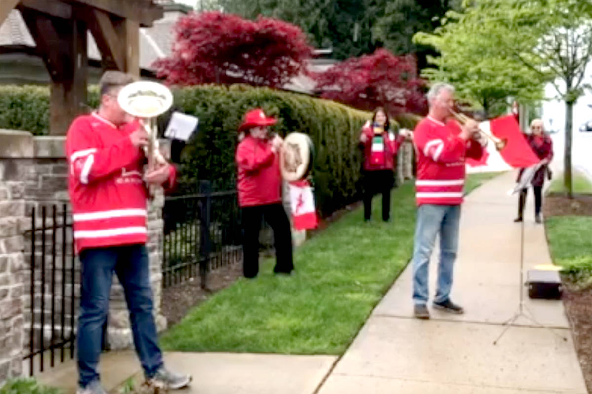 A small townhouse complex in Walnut Grove started singing/playing O Canada on Sundays at noon. (Screenshot)
