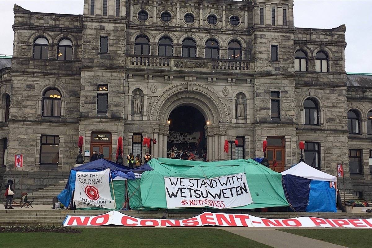University students and others claiming to support Wet'suwet'en hereditary chiefs stage a protest camp against the Coastal Gaslink pipeline at the B.C. legislature, Feb. 20, 2020. (Tom Fletcher/Black Press)