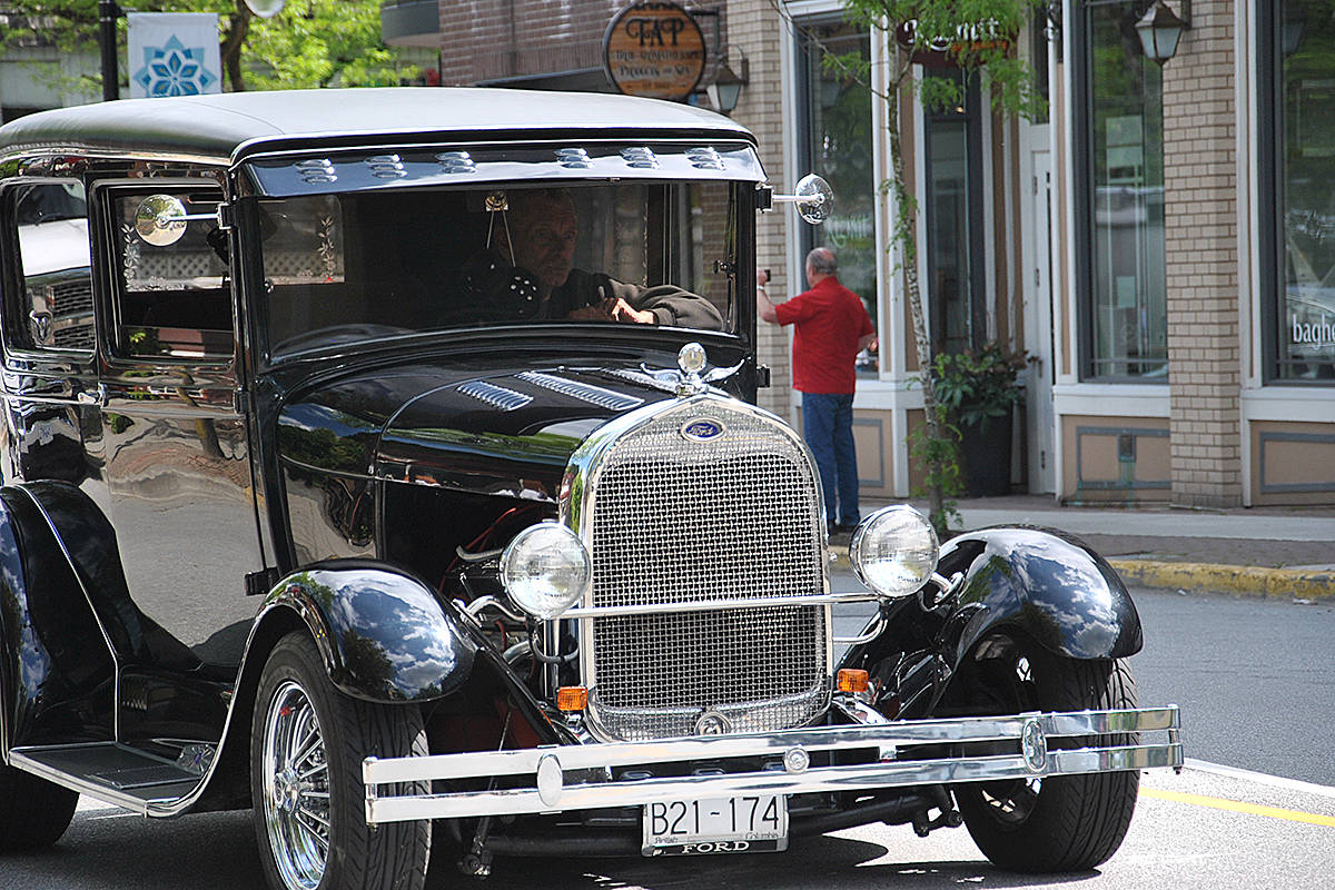 VIDEO: Car collectors come out in droves for drive through Fort Langley