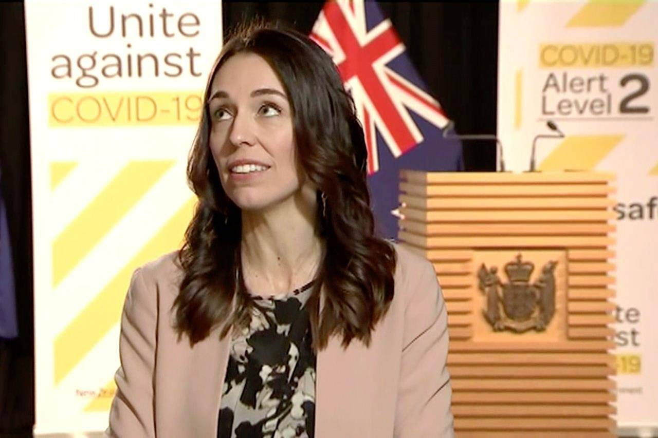 VIDEO: New Zealand leader carries on with TV interview during quake