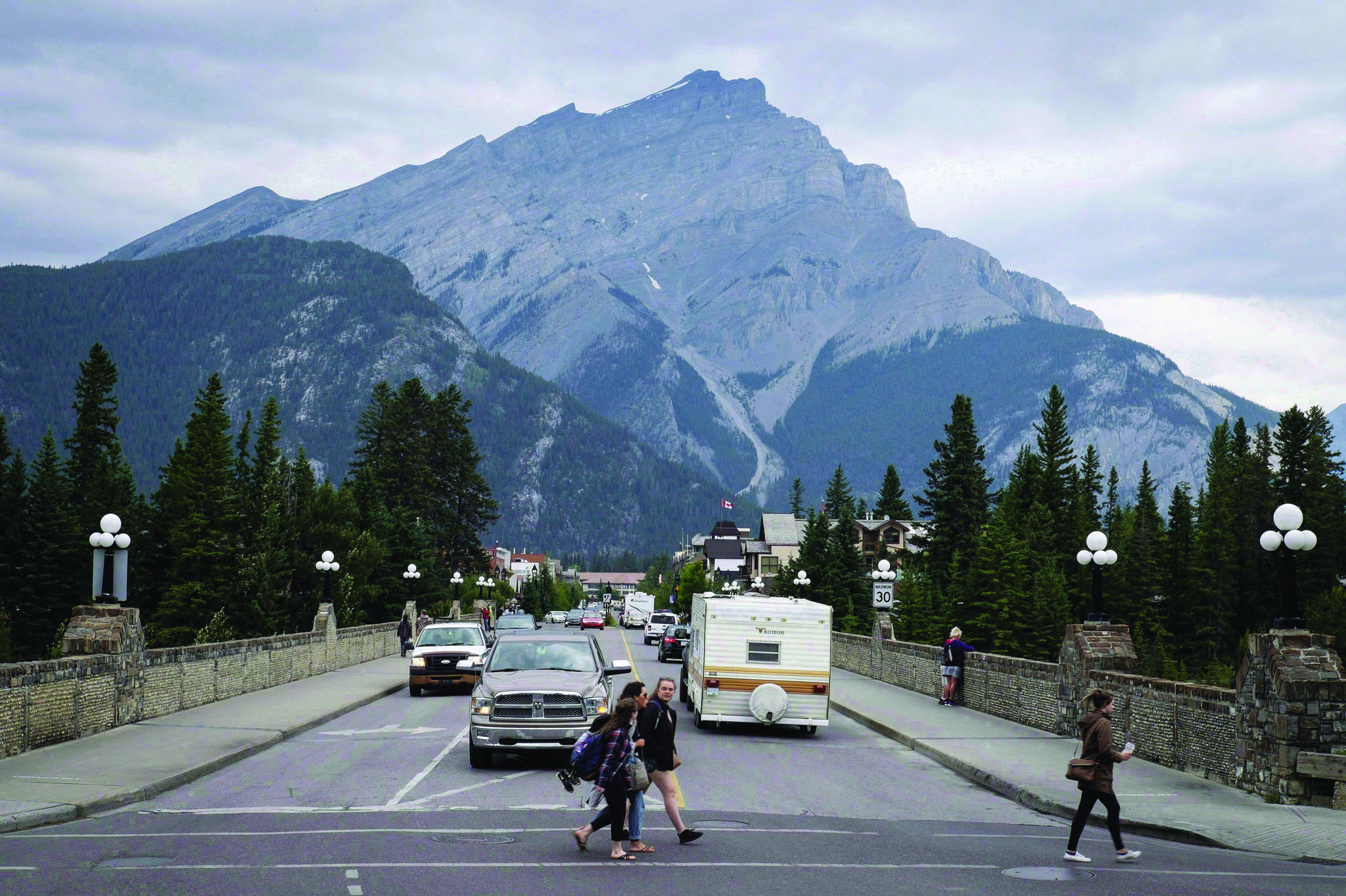 Smoke haze from forest fires burning in Alberta and British Columbia hangs over Banff, Alta., in Banff National Park, Friday, July 21, 2017. THE CANADIAN PRESS/Jeff McIntosh
