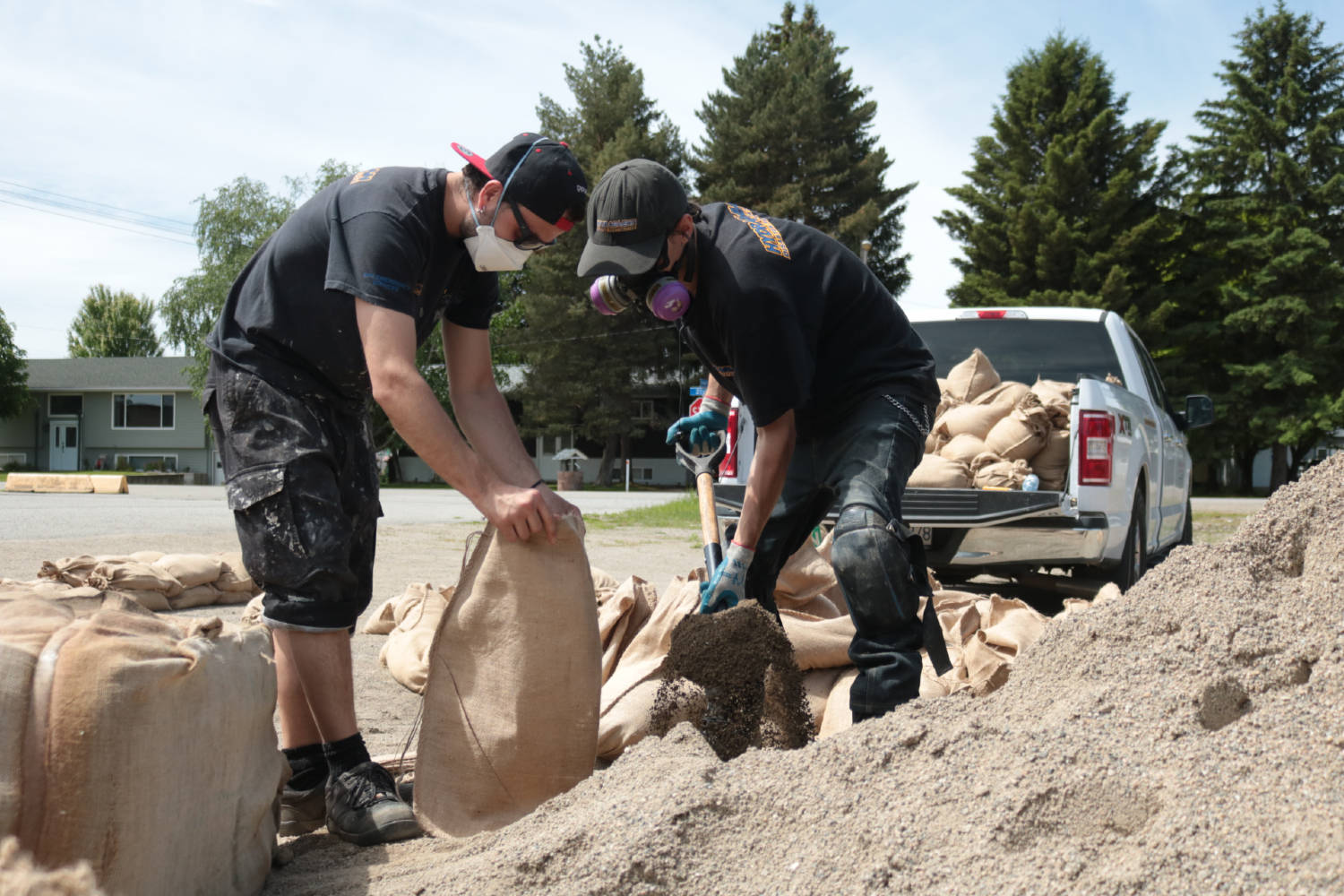 Jesse McCullough and Cass Hall fill sandbags at the Grand Forks arena on May 28, 2020.                                (Jensen Edwards/Grand Forks Gazette)