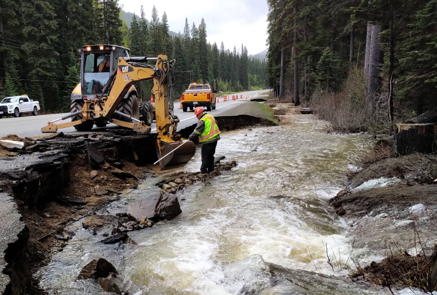 Emil Anderson Maintenance Co. Ltd. crews are on the scene of a washout near the west entrance to Manning Park. (@EAMOperations Twitter photo)