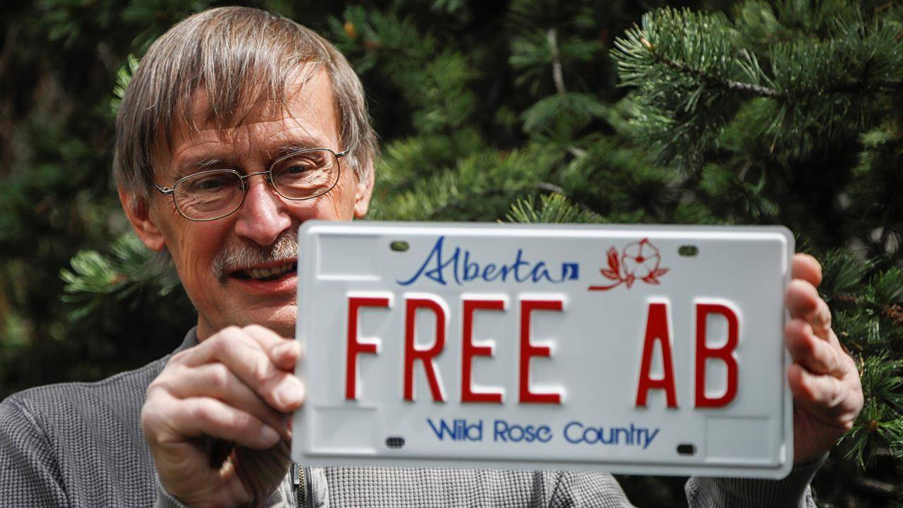 Tomas Manasek, 68, with his personalized licence plate. (The Canadian Press)