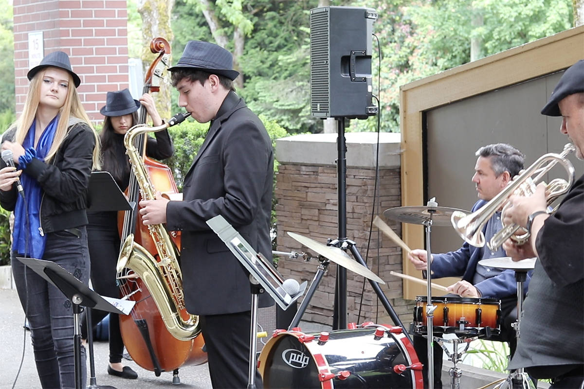 VIDEO: Langley Fundamental jazz band performs for local seniors every Thursday