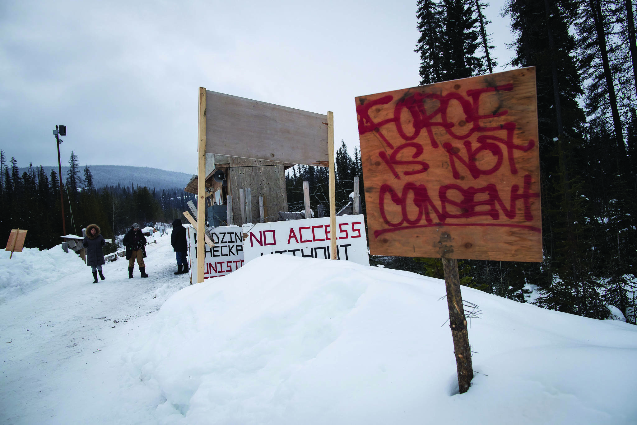 A checkpoint is seen at a bridge leading to the Unist'ot'en camp on a remote logging road near Houston, B.C., on January 17, 2019. THE CANADIAN PRESS/Darryl Dyck