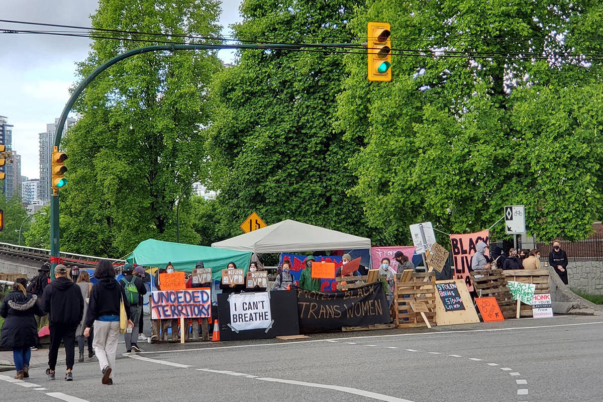 An anti-racism protest blocked the viaducts leading into Vancouver's downtown on Sunday, June 14, 2020. (James Sanyshyn/Twitter)