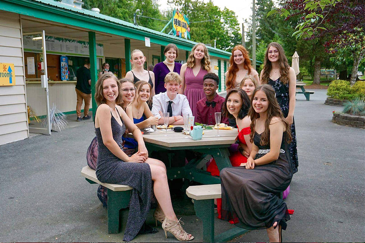 Aldergrove zoo throws a prom party