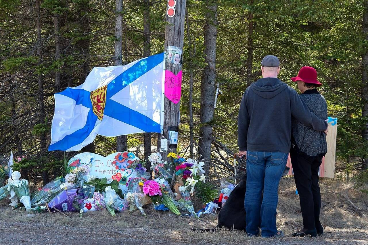 A couple pays their respects at a roadblock in Portapique, N.S. on Wednesday, April 22, 2020. Premier Stephen McNeil says if panellists leading a review into Nova Scotia's recent mass shooting need more powers, he expects they will request them from his government. THE CANADIAN PRESS/Andrew Vaughan