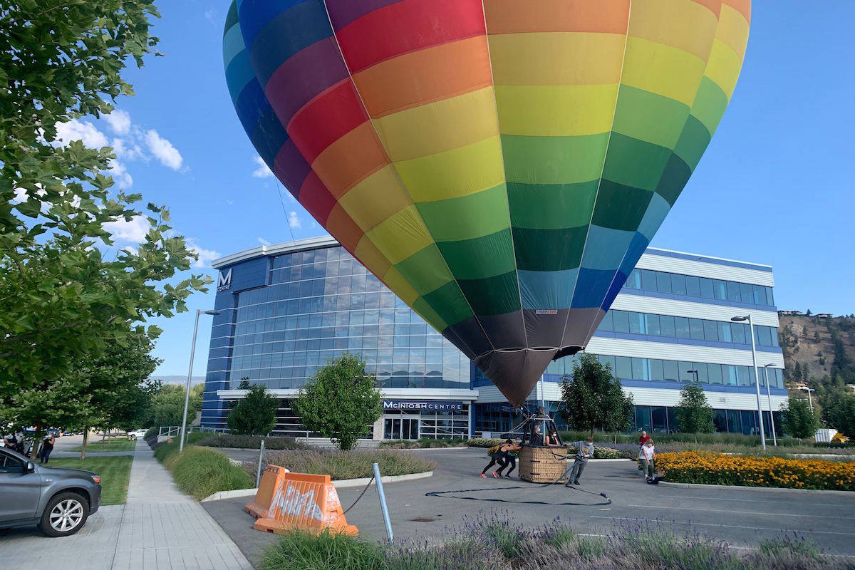 Hot air balloon makes an expected landing at the Mcintosh Centre in Kelowna, B.C. on July 30. (Photo - Daniel Taylor)