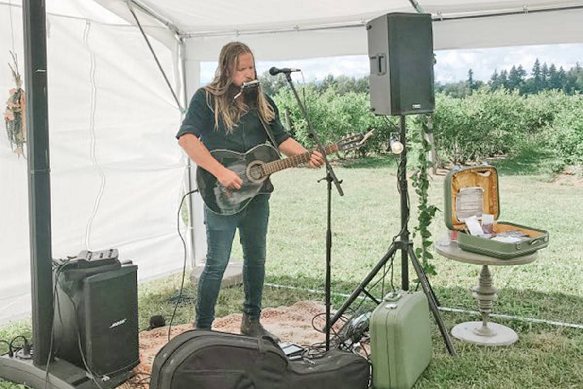Musician Ryan McAllister performed at the annual hospice picnic fundraiser at Driedeger Farms in Langley held Saturday, Aug. 8 and Sunday, Aug. 9 (Amanda Nadeau/special to Langley Advance Times)